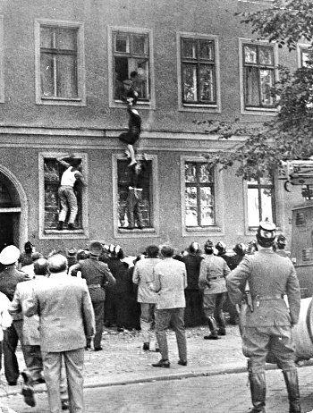 Resultado de imagen de formas de escapar del muro de berlin