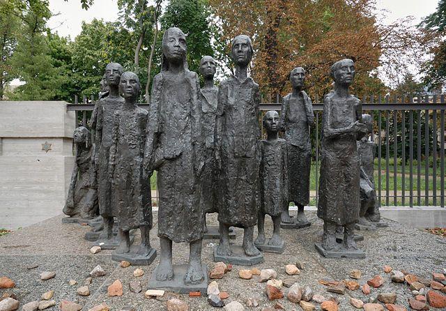 Escultura victimas fascismo